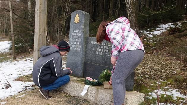 Žáci uctili památku