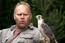 Spatřit na vlastní oči způsob lovu dravých ptáků mohli lidé v areálu Národní přírodní rezervace Soos u Nového Drahova.