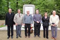 Hold obětem druhé světové války a osvoboditelům vzdali také zástupci místní organizace ČSSD ve Františkových Lázních.