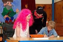 Zápis a první návštěva ve škole může být pro budoucí prvňáčky trochu náročnější. Proto se zaměstnanci ašské základní školy v Hlávkově ulici se rozhodli uspořádat zápis pro děti v netradičním duchu.