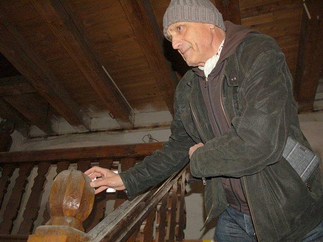 Práce na přestavbě Špejcharu v Chebu už jsou za polovinou. Kontrolní den, který se na stavbě uskutečnil, ukázal, že veškeré stavební úpravy historické budovy pokračují podle všech plánů.