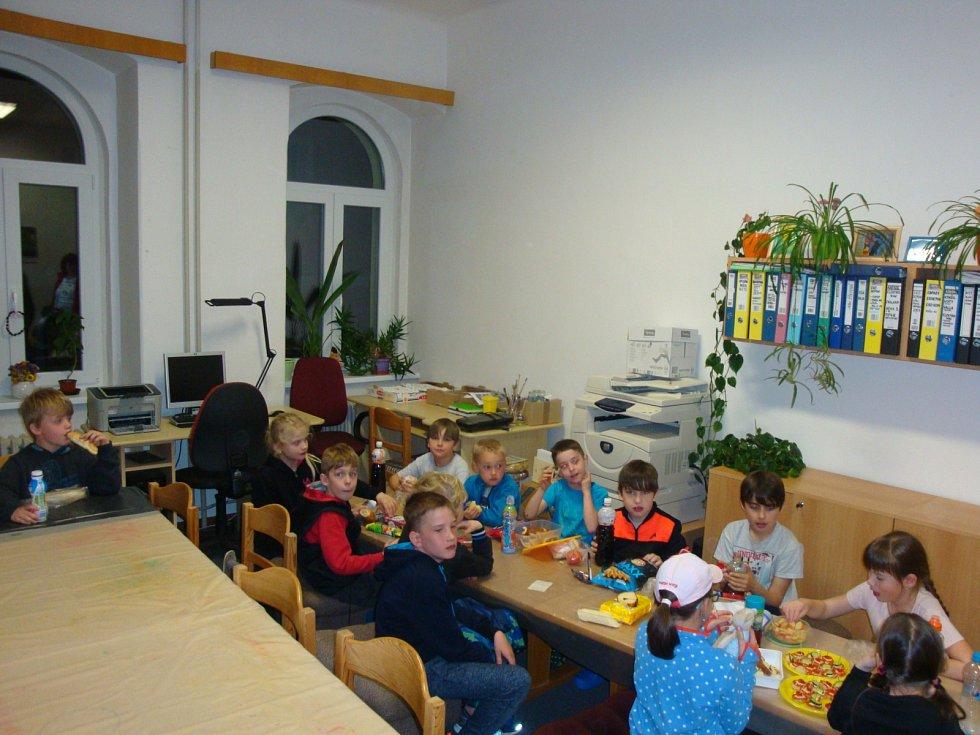 Děti si užily Noc s Andersenem.
