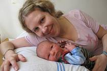 RICHARD JANů z Chebu se narodil 5. dubna ve 3 hodiny. Měřil 49 centimetrů a vážil 3,07 kilogramu