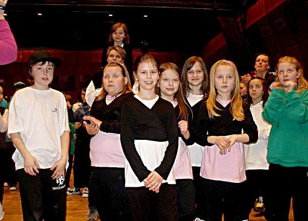 Mladí tanečníci z Dance studia Zdeňka Fialy si přivezli z České Lípy hezká umístění.
