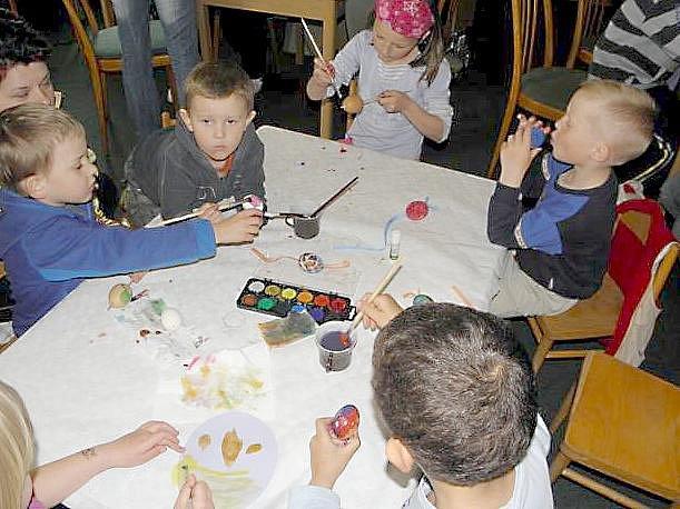 PŘEDVELIKONOČNÍ DÍLNA v Okrouhlé přilákala mnoho malých šikulů, kteří vyrobili spoustu krásné velikonoční dekorace.