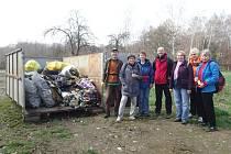 Chebští turisté čistili oblast přítoku Odravy do Jesenické přehrady.