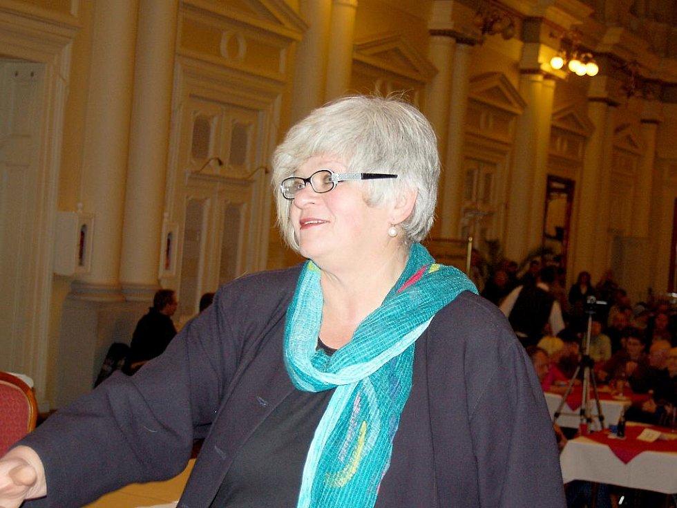 Veřejné rokování, na kterém se určilo nové vedení města, se tak odehrálo 22. prosince 2010 od 17 hodin ve velkém sále Společenského domu ve Františkových Lázních.