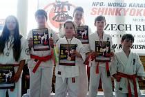 Úspěšní karatisté františkolázeňského oddílu Shinkyokushinkai karate: Viktorie Gavrylyuk,  Alan Doan, Lenka Jadrná, Pavel Weinfurter, Vojta Hůda a Tomáš Trpák (zleva)