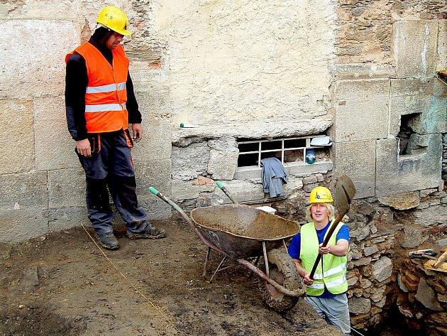 ARCHEOLOGICKÝ PRŮZKUM v Klášteře Teplá odhalil základy dosud neznámého středověkého kostela. Nález pravděpodobně zkomplikuje záchranné práce na zdevastované stavbě.