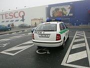 HROZÍ I ODTAHY. Pokud nepozorný řidič zaparkuje na vyhrazeném místě pro invalidy, hrozí mu odtažení jeho vozidla.