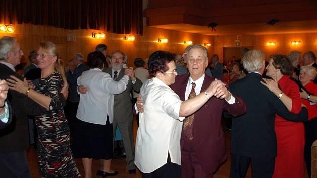 Předvánoční zábava pro chebské seniory
