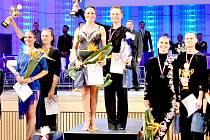 NA NEJVYŠŠÍM stupni skončili Mirka Petrov Navrátilová a Jiří Liška - mistři republiky v deseti tancích pro rok 2017