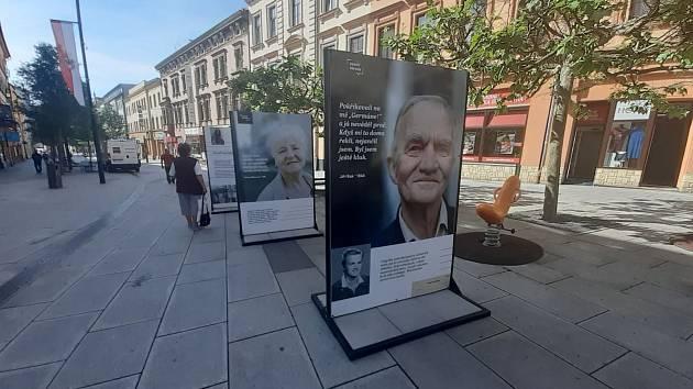 Emoce, silné osudy, významné osobnosti. To nabízí výstava Paměť národa Karlovarského kraje.