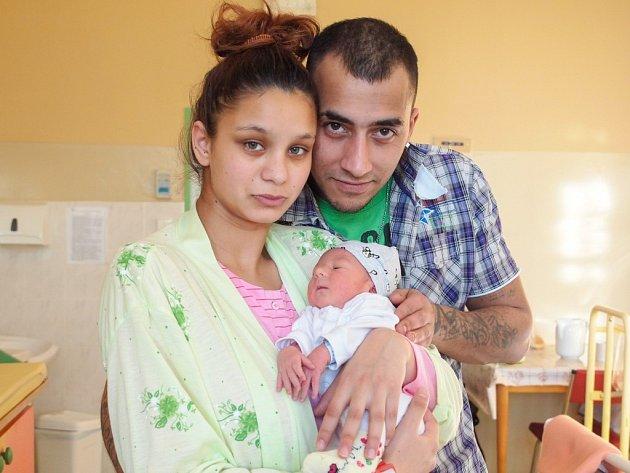PATRIK ČONKA bude mít v rodném listu datum narození neděli 6. prosince v 7.38 hodin. Na svět přišel s váhou 2 750 gramů a mírou 49 centimetrů. Maminka Marie a tatínek Lukáš se těší z malého Patrička doma v Chebu.