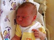 ADAM HEDBÁVNÝ se poprvé rozkřičel v pátek 21. srpna v 9.30 hodin. Vážil 3350 gramů a měřil 50 centimetrů.V Dolním Žandově se těší dvouletá Klárka a tatínek Miroslav na návrat maminky Jany a malého Adámka.