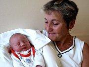 AMALIE PECHÁNKOVÁ přišla na svět ve čtvrtek 27. srpna v pět hodin. Při narození vážila 3160 gramů a měřila 49 centimetrů. Tatínek Vilém se už nemůže dočkat návratu maminky Ladislavy a dcerky Amálky. Na návštěvu do porodnice přišla babička Alena.