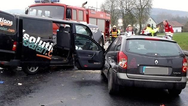 Dopravní nehoda ochromila v úterý ráno dopravu na hraničním přechodu Aš – Selb.