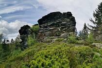 Přírodní památka Vysoký kámen (Hoher Stein), patřící pod ves Kámen.