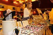 Možnost nakoupit originální, ručně vyráběné zboží nebo vytvořit maličkosti ve výtvarných dílnách k blížícím se Vánocům budou mít zájemci na Free Fler marketu v Chebu.