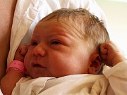 KRISTÝNA HRNČÍŘOVÁ se narodila ve středu 26. srpna v 5.17 hodin. Na svět přišla s krásnou váhou 3960 gramů a mírou 54 centimetrů. Dvou a půlletá Eliška a tatínek Jan se už nemohou dočkat návratu maminky Hany a malé Kristýnky.
