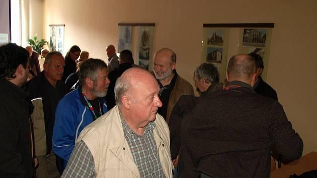 Seznámit občany s detailním popisem stavby jihovýchodního obchvatu Chebu. To byl hlavní záměr jednání s obyvateli města a zhotoviteli stavby v zasedací místnosti chebské radnice.