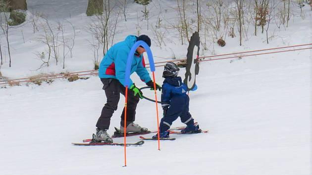 Lyžařské středisko Aš nabízí i oblíbenou Lyžařskou školičku pro děti od 4 let i pro dospělé.