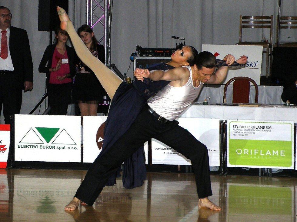 MEZINÁRODNÍ TANEČNÍ soutěž Grand Prix Cheb zdobil také profesionální výkon manželů Čistjakových z Nižního Tagilu.