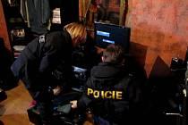 Až pět let mohou strávit 'v chládku' osmadvacetiletá žena a sedmatřicetiletý muž z Chebu. Kriminalisté si pro ně ve středu došli přímo do jejich bytu, kde vařili pervitin.
