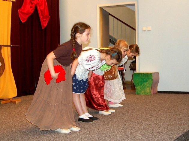 Vystoupení dětí z literárně dramatického oddělení chebské Základní umělecké školy