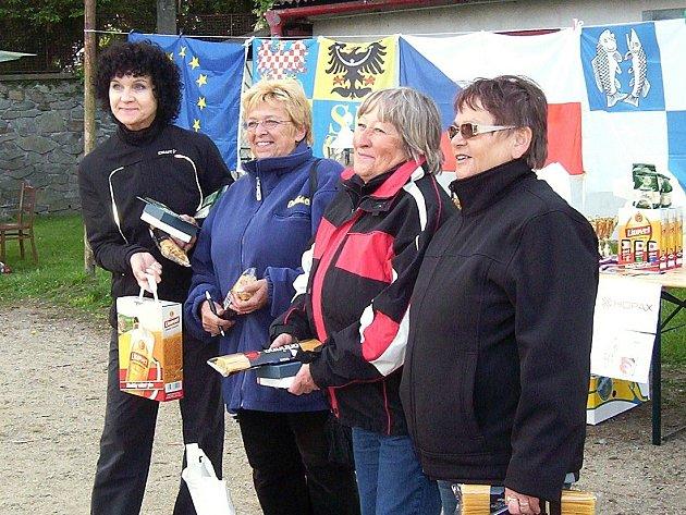 ZE ČTVRTÉHO místa na mistrovství České republiky měla Alena Vaníčková (druhá zleva) velkou radost.