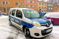 Do dvou týdnů vyrazí do chebských ulic nové auto chebské městské policie a nový bude také jeho polep. Vozidlo díky němu bude víc vidět, což znamená větší bezpečnost pro strážníky i ostatní řidiče.
