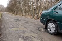 Rozbitá silnice do Kateřiny na Chebsku