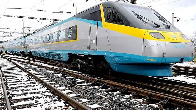 Český rychlovlak Pendolino dorazil poprvé na Františkolázeňské nádraží.