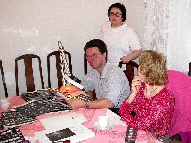 Umělecký fotograf David Kurc (uprostřed) se zúčastnil zatím všech ročníků KontAKTfota