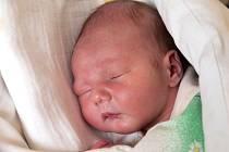 MATYÁŠ VRANÍK se narodil v pátek 7. prosince v 7.10 hodin. Vážil 3 700 gramů a měřil 53 centimetrů. Z malého Matyáška se těší doma v Chebu maminka Petra a tatínek Pavel.
