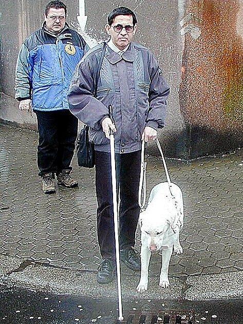Emil Miklóš z Chebu se svým vodícím psem