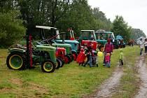 Součástí oslav Dne dětí ve Skalné byla i výstava historických traktorů
