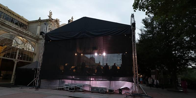 Západočeský symfonický orchestr oslavil narozeniny galakoncertem na kolonádě