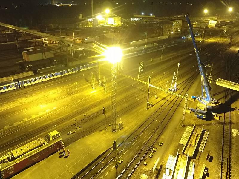 V roce 2018 nechalo město Cheb z bezpečnostních důvodů zbourat lávku, která vedla přes chebské nádraží.