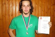 Tomáš Skala se stříbrnou medailí a diplomem  za druhé místo z mistrosvtví České republiky.