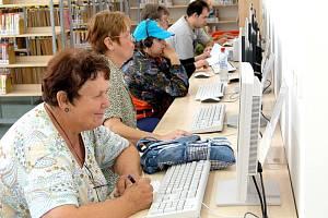 INTERNET UŽ DLOUHO NENÍ výsadou větších knihoven, jako je třeba ta chebská.
