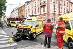 Tři lidi byli zraněni při dopolední dopravní nehodě na chebské křižovatce ulic Evropské a Valdštejnovy.