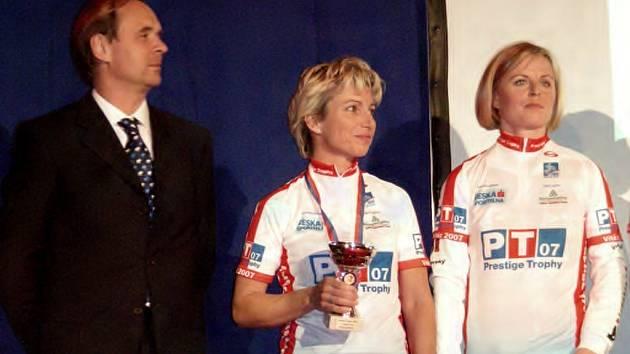 Mirka Rousová (uprostřed)