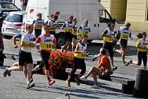 Z chebského náměstí Krále Jiřího z Poděbrad odstartoval ve středu 19. srpna závod Czech Adventure race