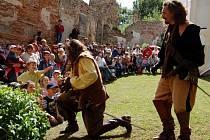 Hazlovští budoucí prvňáčci se dočkali překvapení v podobě vystoupení skupiny Rectus. Na školáky je pasoval sám Albrecht z Valdštejna