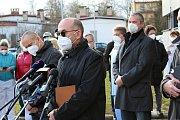 Ministr zdravotnictví Jan Blatný navštívil město Cheb. Jednal tu s lékaři o těžké situaci.