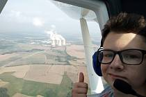 Chebský učeň Lukáš Křížek nad jadernou elektrárnou Temelín.