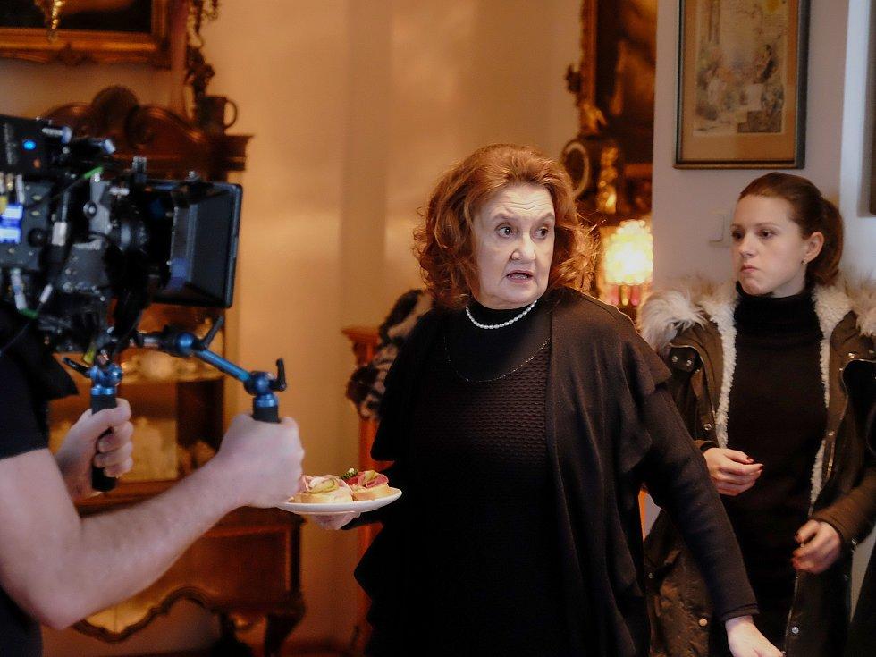 EVA HOLUBOVÁ ztvární jednu z hlavních rolí filmu Ten, kdo tě miloval. Natáčelo se i v Karlovarském kraji