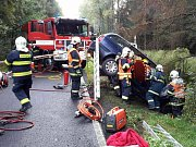 Vážná dopravní nehoda zcela uzavřela provoz na silnici z Lubů směrem na státní hranici.