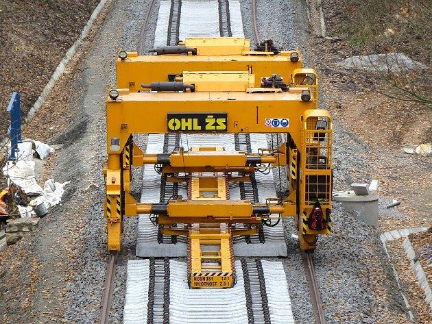 Cestující na železnici se mohou začít radovat. Po téměř půlroce totiž na pár měsíců skončí výluka na rekonstruované koridorové trati Cheb Schirnding.